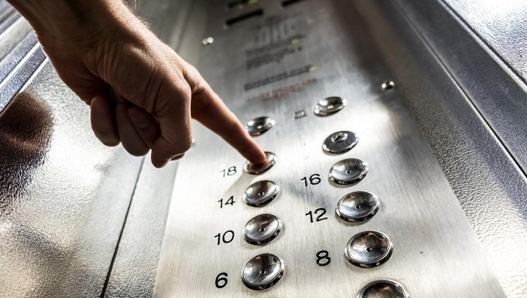 В Тверской области похитителя камеры из лифта вычислили по записям с камер видеонаблюдения - новости Афанасий
