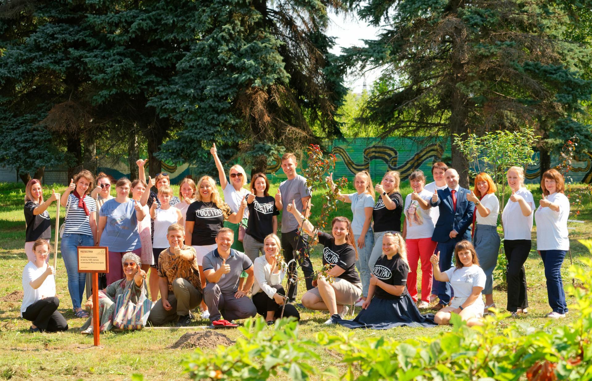 К 100-летию «Росгосстраха» сотрудники компании высадили яблоневый сад в парке Победы в Твери
