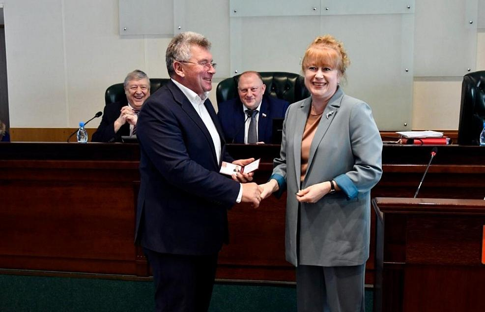 Андрей Белоцерковский официально приступил к депутатским полномочиям - новости Афанасий