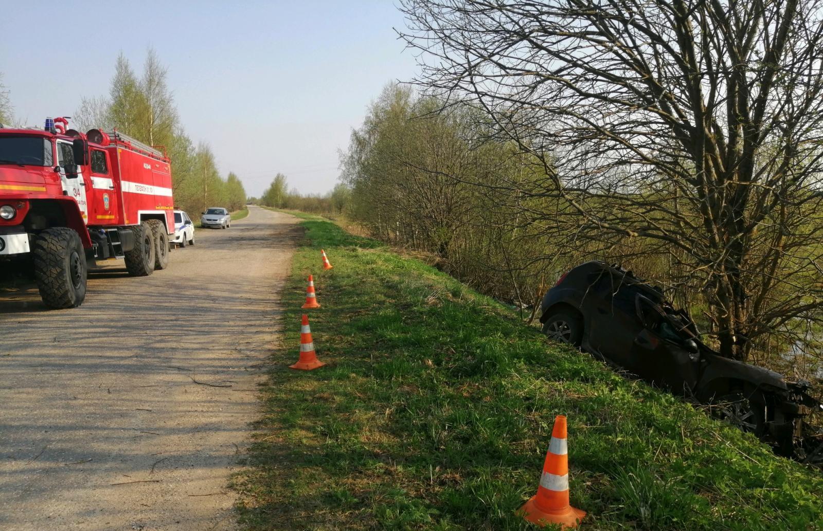 Не пристегнутый ремнем молодой водитель погиб в ДТП на дороге в Тверской области - новости Афанасий