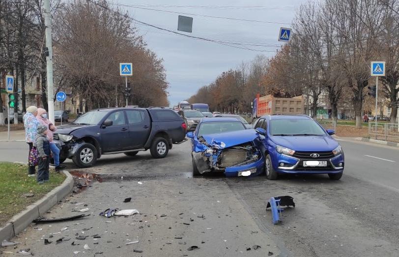 В аварии с тремя легковушками в Заволжском районе Твери пострадала ее виновница - новости Афанасий