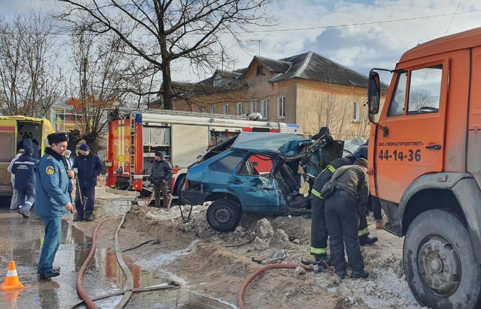 В Твери подросток за рулем автомобиля устроил серьезную аварию с пострадавшими - новости Афанасий