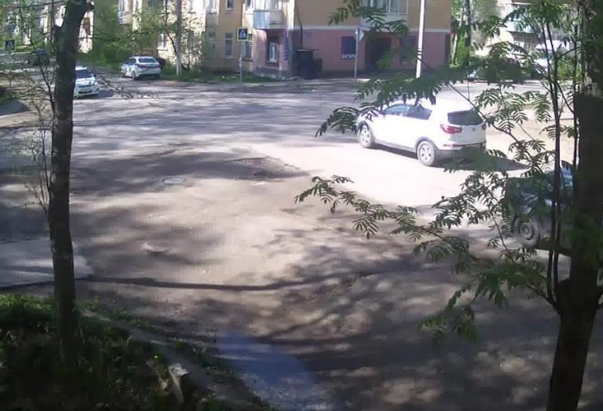 Момент наезда на ребенка в Бежецке сняли камеры видеонаблюдения