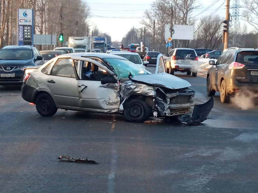 Четыре человека получили травмы в ДТП на Московском шоссе в Твери
