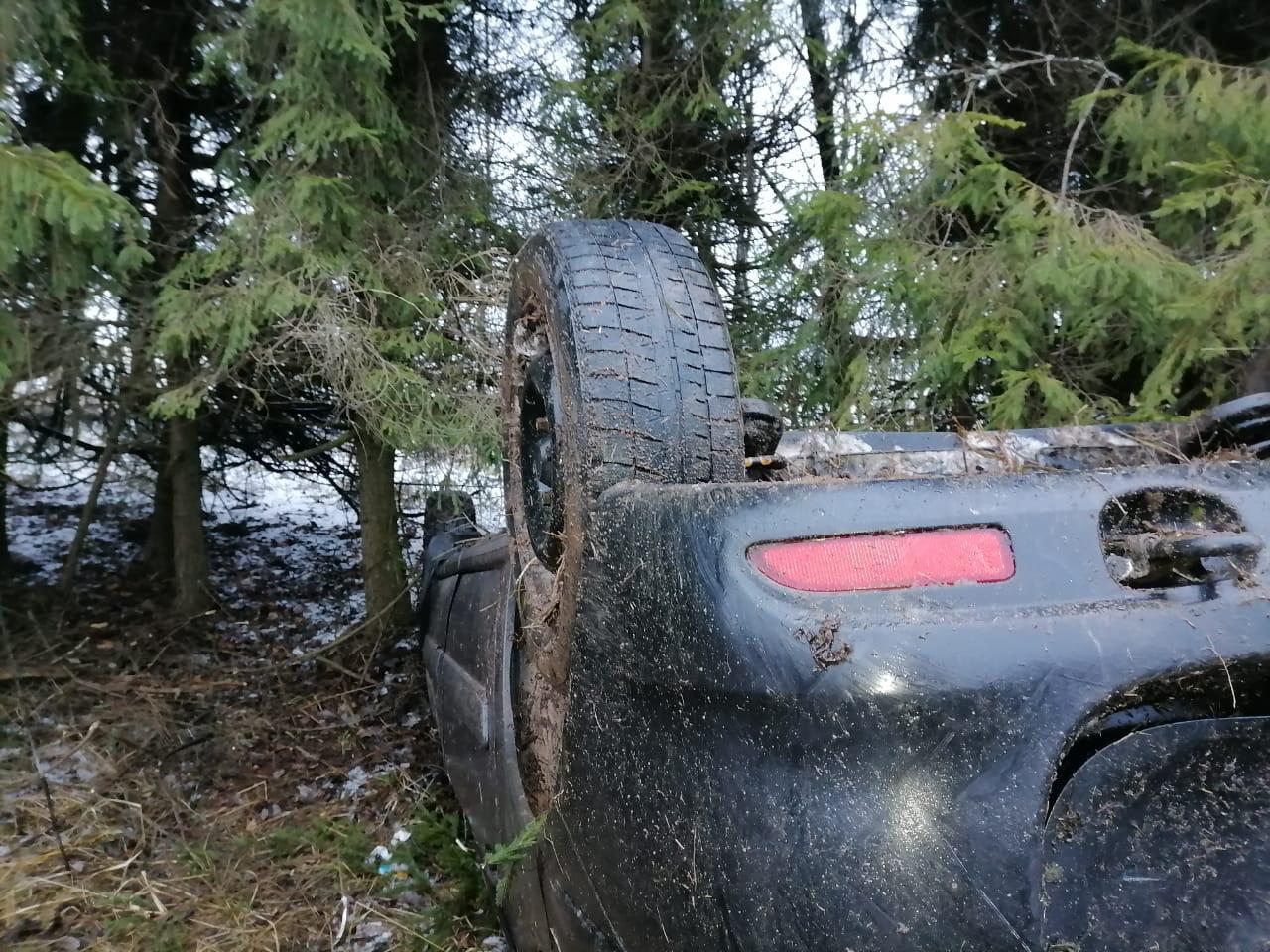 В Тверской области водитель получил травмы в перевернувшейся Ладе - новости Афанасий