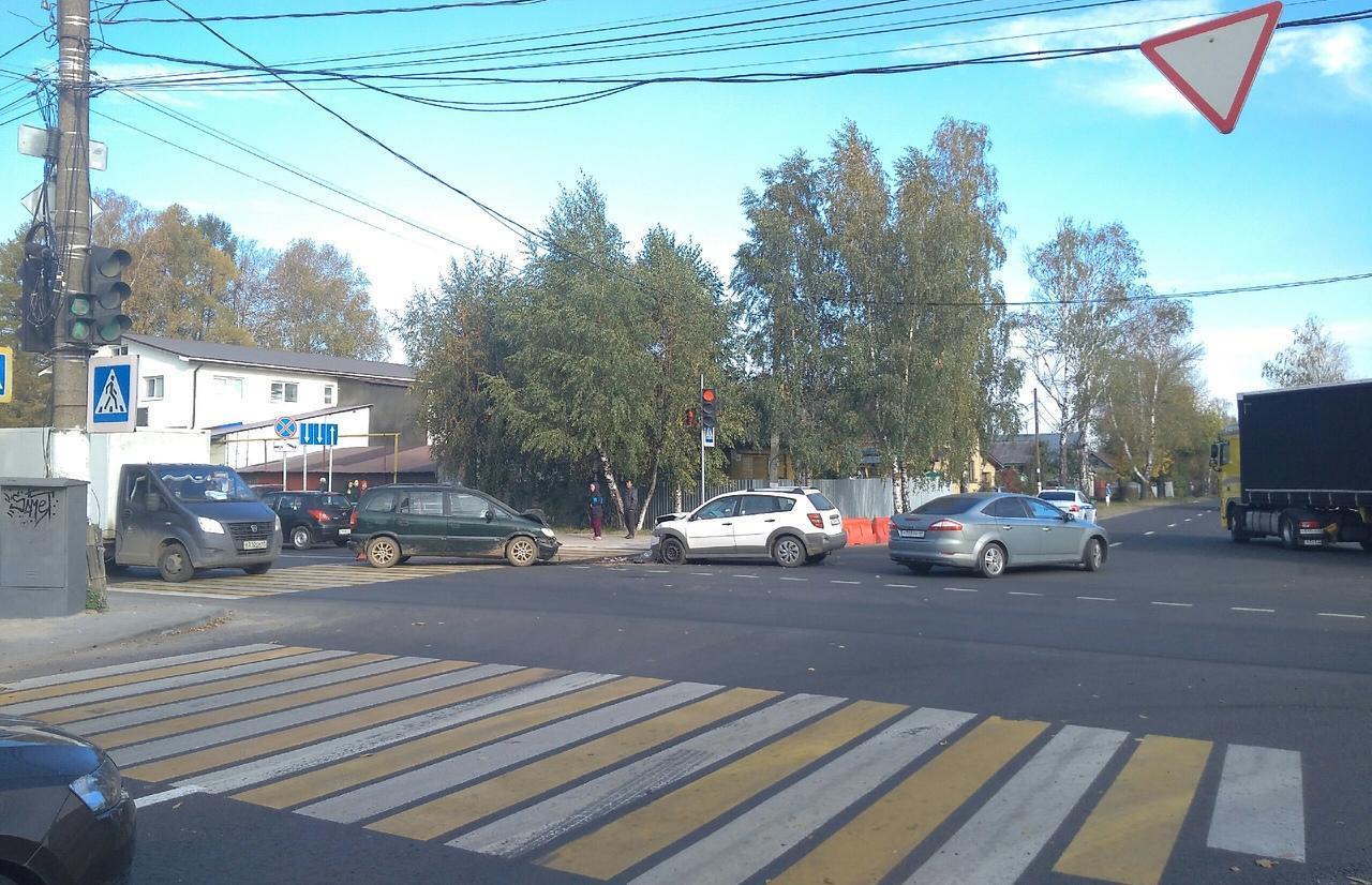 Три человека пострадали в ДТП в Затверечье  - новости Афанасий