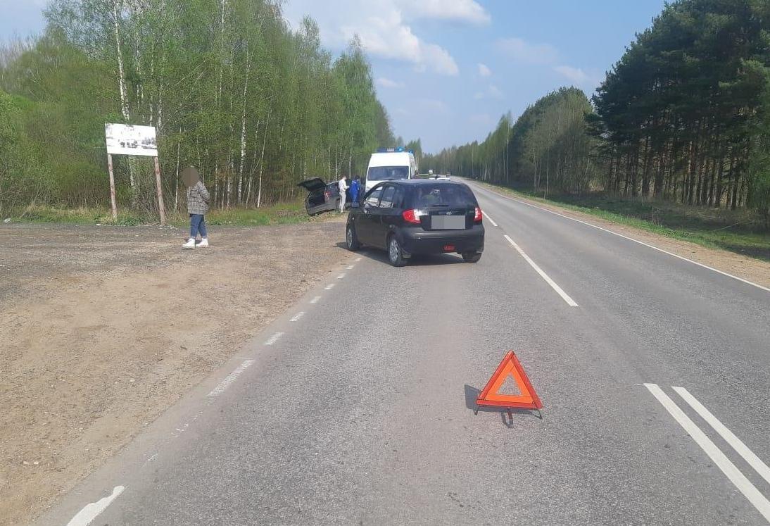 На дороге под Тверью водитель кроссовера спровоцировал ДТП с пострадавшим