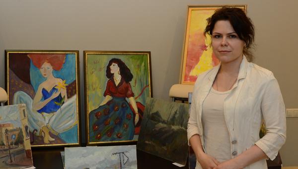 Выставка картин выпускников тверской «Венециановки» прошла «на стульях» областного парламента