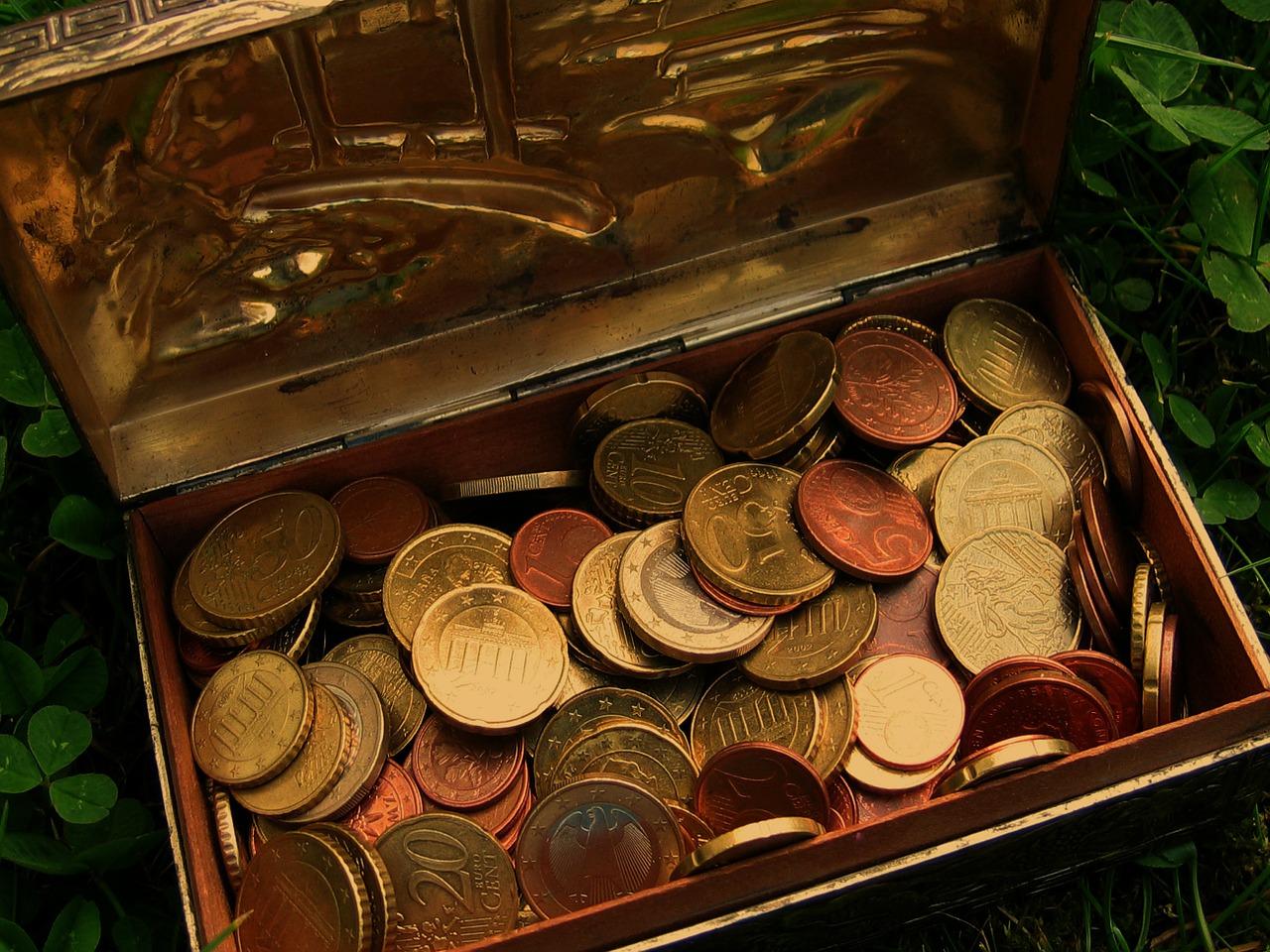 Найденный «черными копателями» большой клад монет отправили в Минкульт России