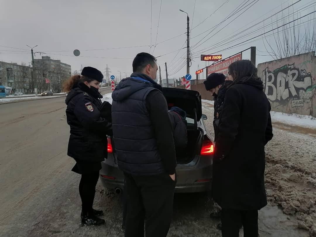 В Твери автоинспекторы остановили автомобиль с наркотиками в цветочных горшках - новости Афанасий