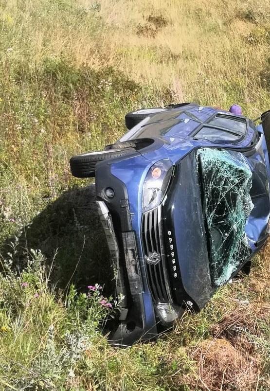 В Тверской области в вылетевшем с дороги автомобиле пострадали два человека
