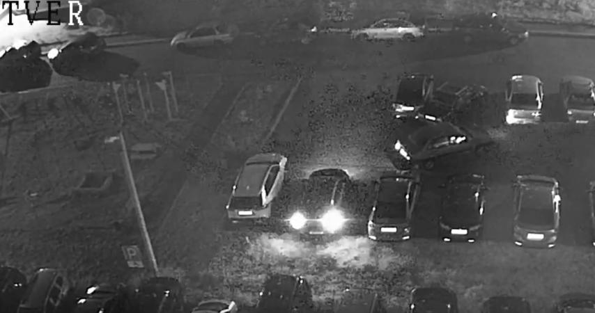 В Твери неадекватный водитель протаранил на парковке несколько машин - новости Афанасий