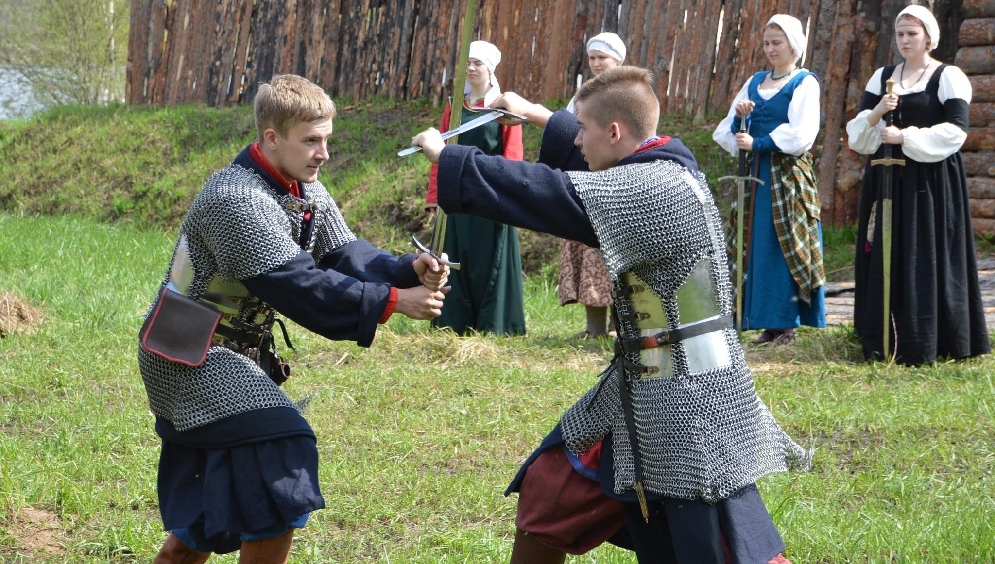 Жителям Твери предлагают побывать в средневековье и увидеть бои рыцарей и богатырей - новости Афанасий