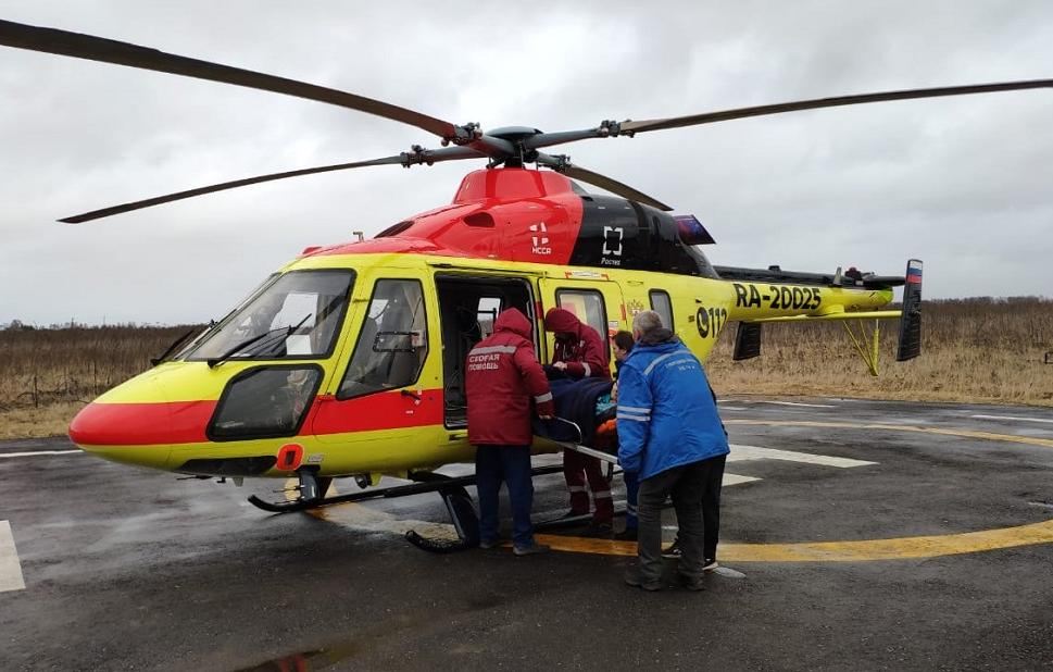 Из Тверской области в Петербург на вертолете доставили 16-летнюю девушку с травмой позвоночника - новости Афанасий