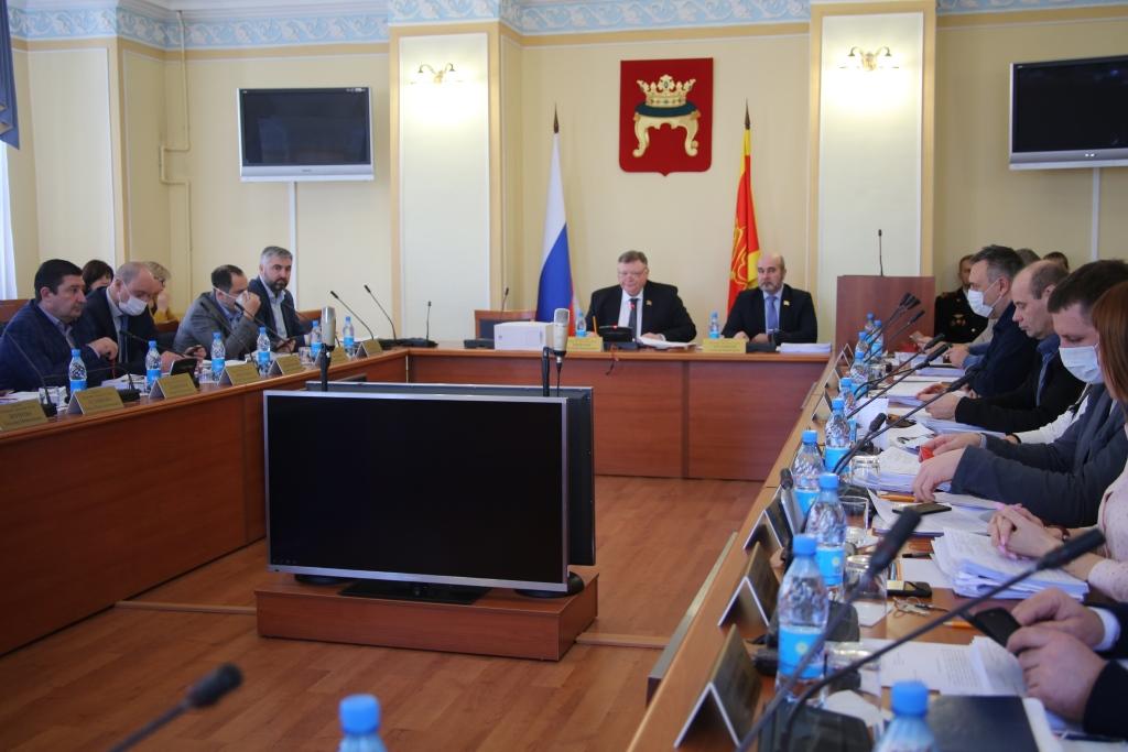 Деньги на ППМИ, дороги, безопасность и соцсферу: депутаты Твери внесли изменения в бюджет