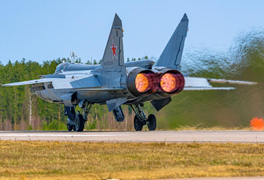 В небе Тверской области летчики-истребители отработали воздушный бой на сверхзвуковых скоростях