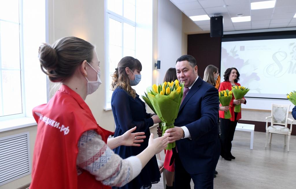Волонтеров движения «МыВместе» поздравил с 8 Марта Игорь Руденя - новости Афанасий