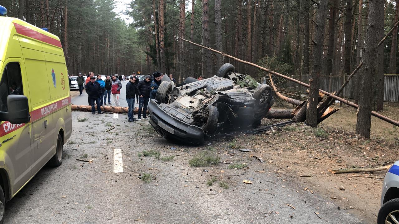 Непристегнутые ремнями водитель и пассажир BMW получили тяжелые травмы в ДТП в Твери