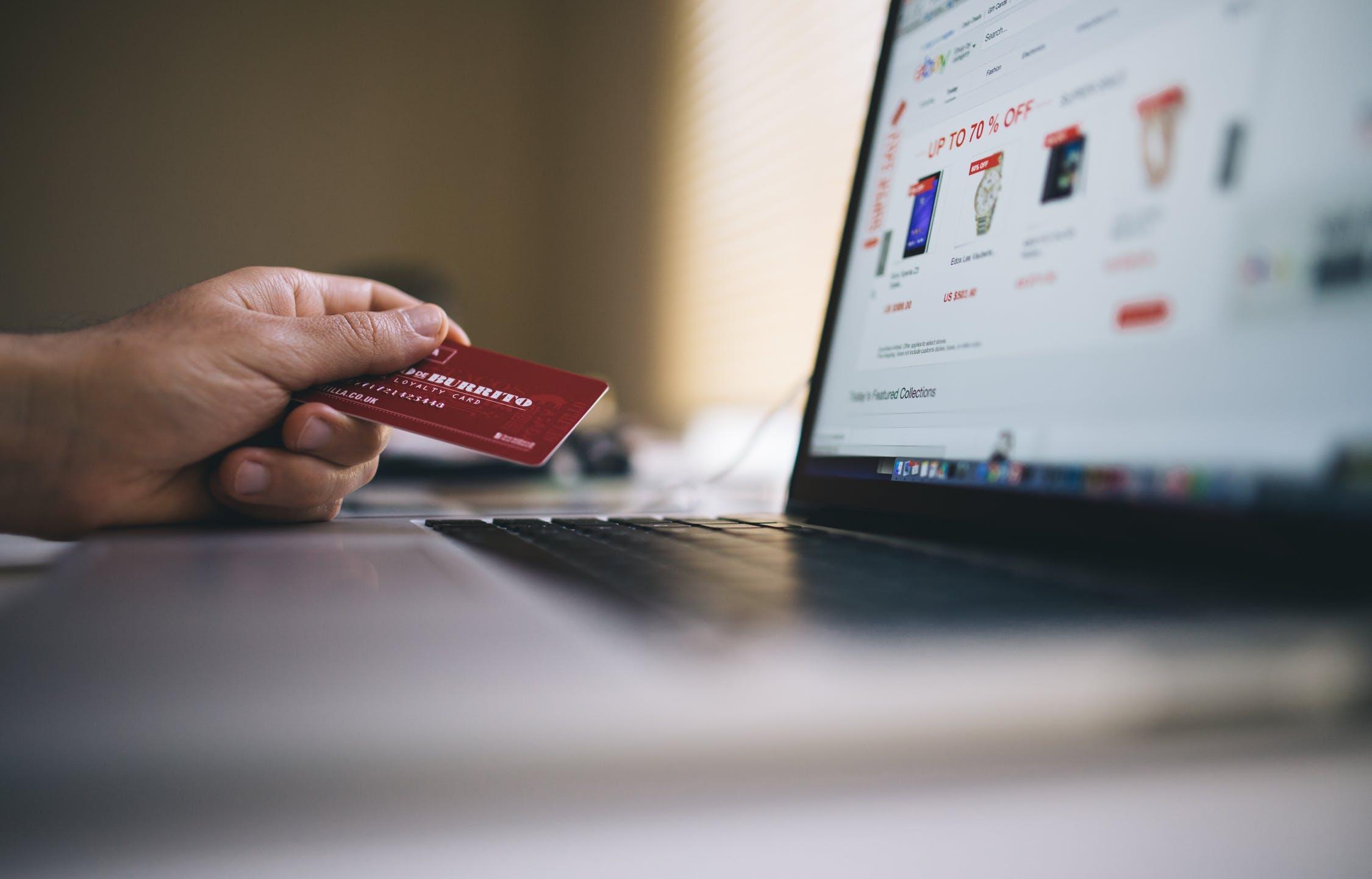 ВТБ запустил онлайн-продажу страховых продуктов - новости Афанасий