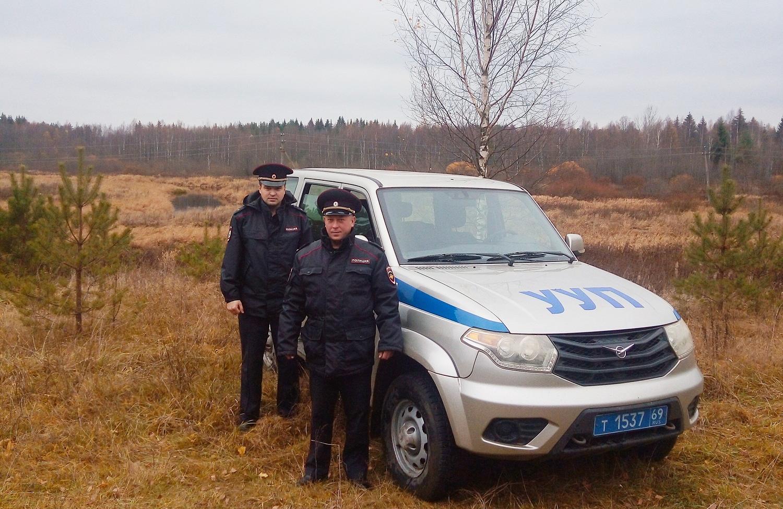 В Тверской области заблудившегося в лесу грибника нашли благодаря двум полицейским и сотрудникам МЧС - новости Афанасий