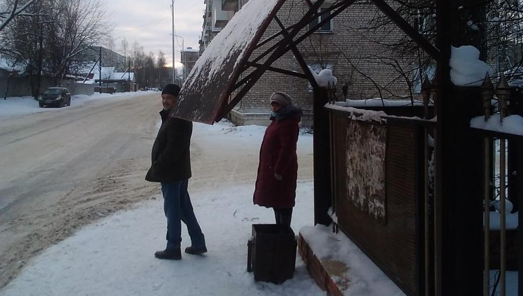В Вышнем Волочке Тверской области козырек остановки может рухнуть на людей - новости Афанасий