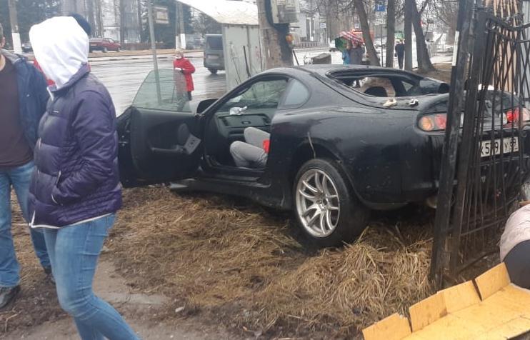 Страшное ДТП в Твери: легковушка вылетела на тротуар и насмерть сбила женщину - новости Афанасий