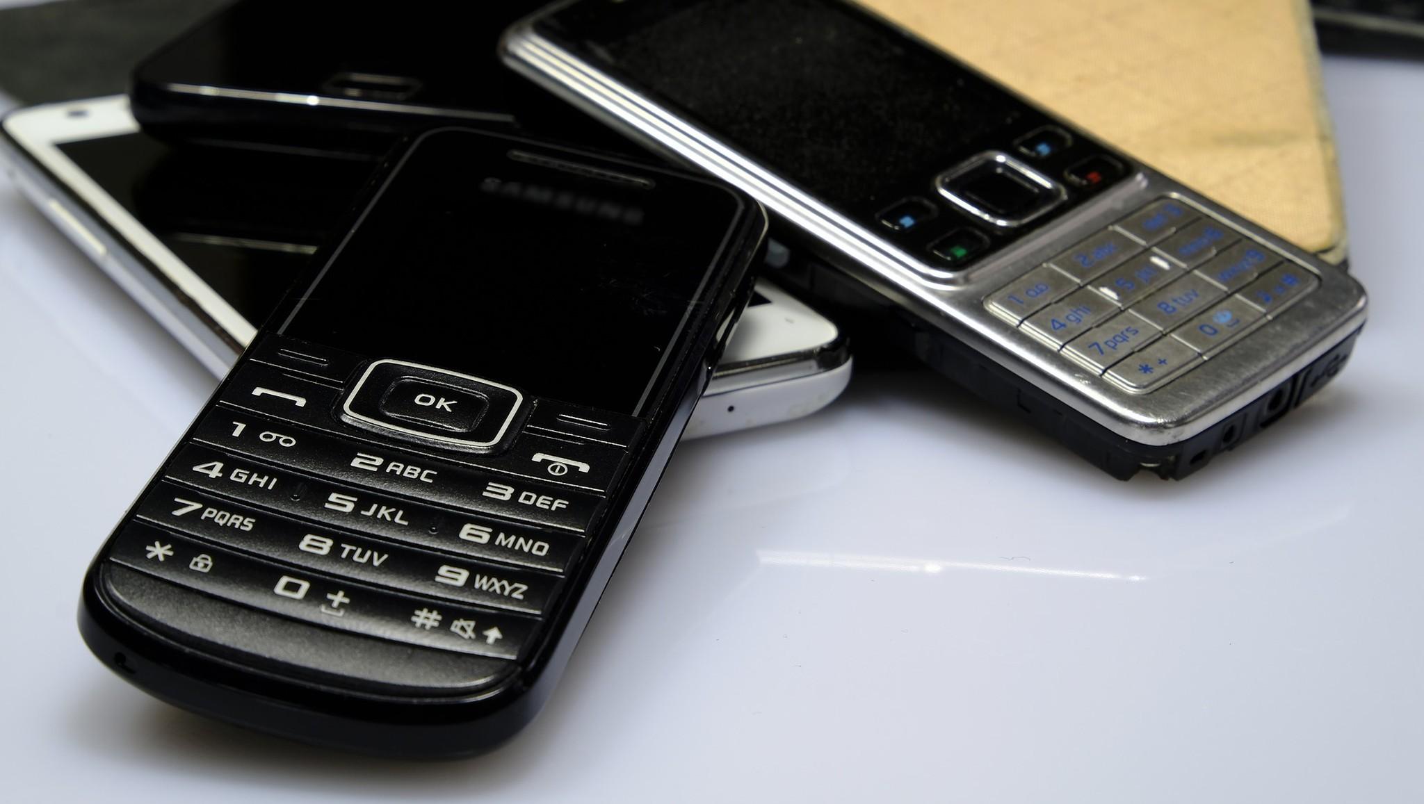 В России растет популярность кнопочных телефонов