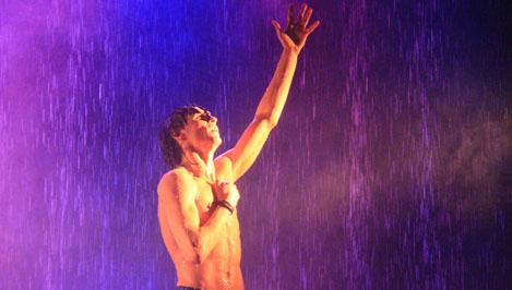 Напомнили о самом главном. Петербургский театр танца «Искушение» представил в Твери уникальное шоу под дождем
