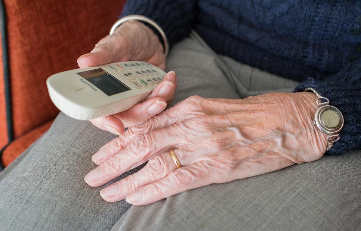 Пенсионерка из Твери хотела получить компенсацию и отдала мошенникам 200 тысяч рублей - новости Афанасий