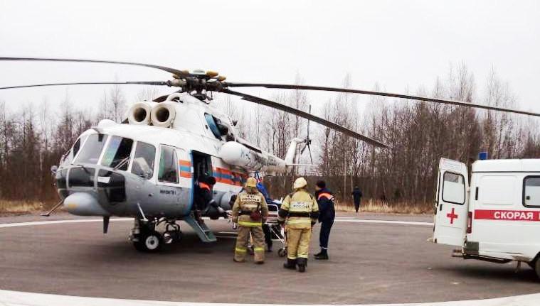 Вертолет МЧС доставил пациента местной больницы из Нелидово в Тверь
