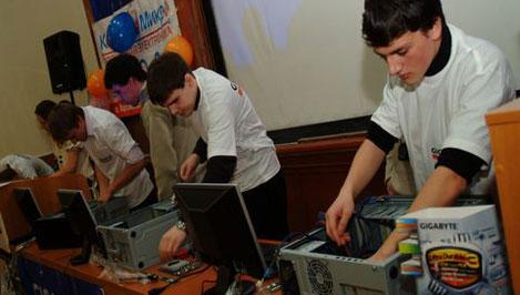 Тверские студенты посоревнуются в скоростной сборке компьютеров