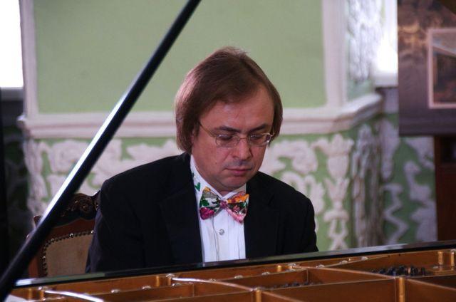 Пианист с мировым именем Валерий Кулешов выступит в Твери