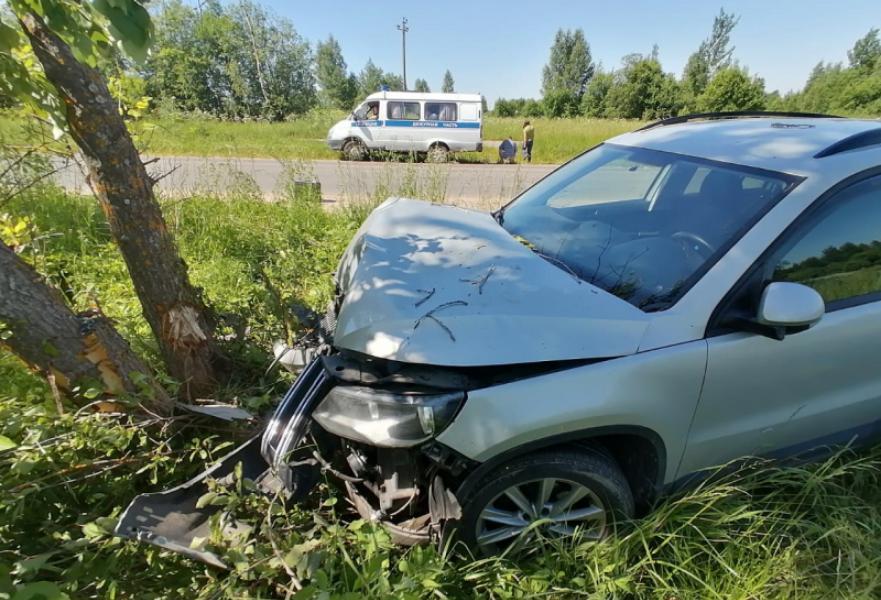 В Тверской области пьяная девушка угнала и разбила кроссовер москвича