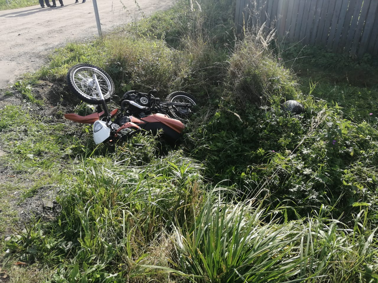 В Тверской области не имеющий «прав» мотоциклист столкнулся грузовиком - новости Афанасий