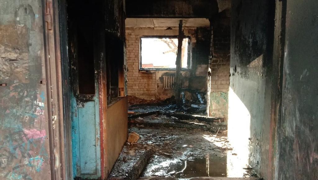 Следователи СК выясняют, почему в Осташкове Тверской области постоянно происходят пожары в общежитии