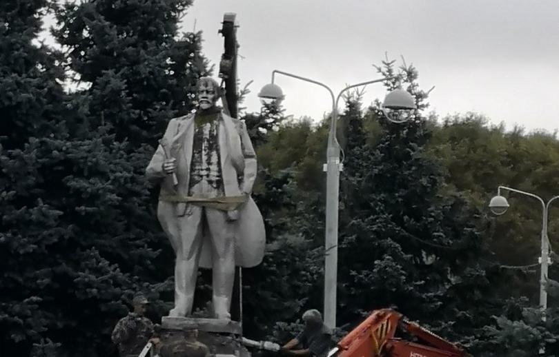 Ленин, гудбай. В Калязине демонтируют памятник вождю пролетариата - новости Афанасий