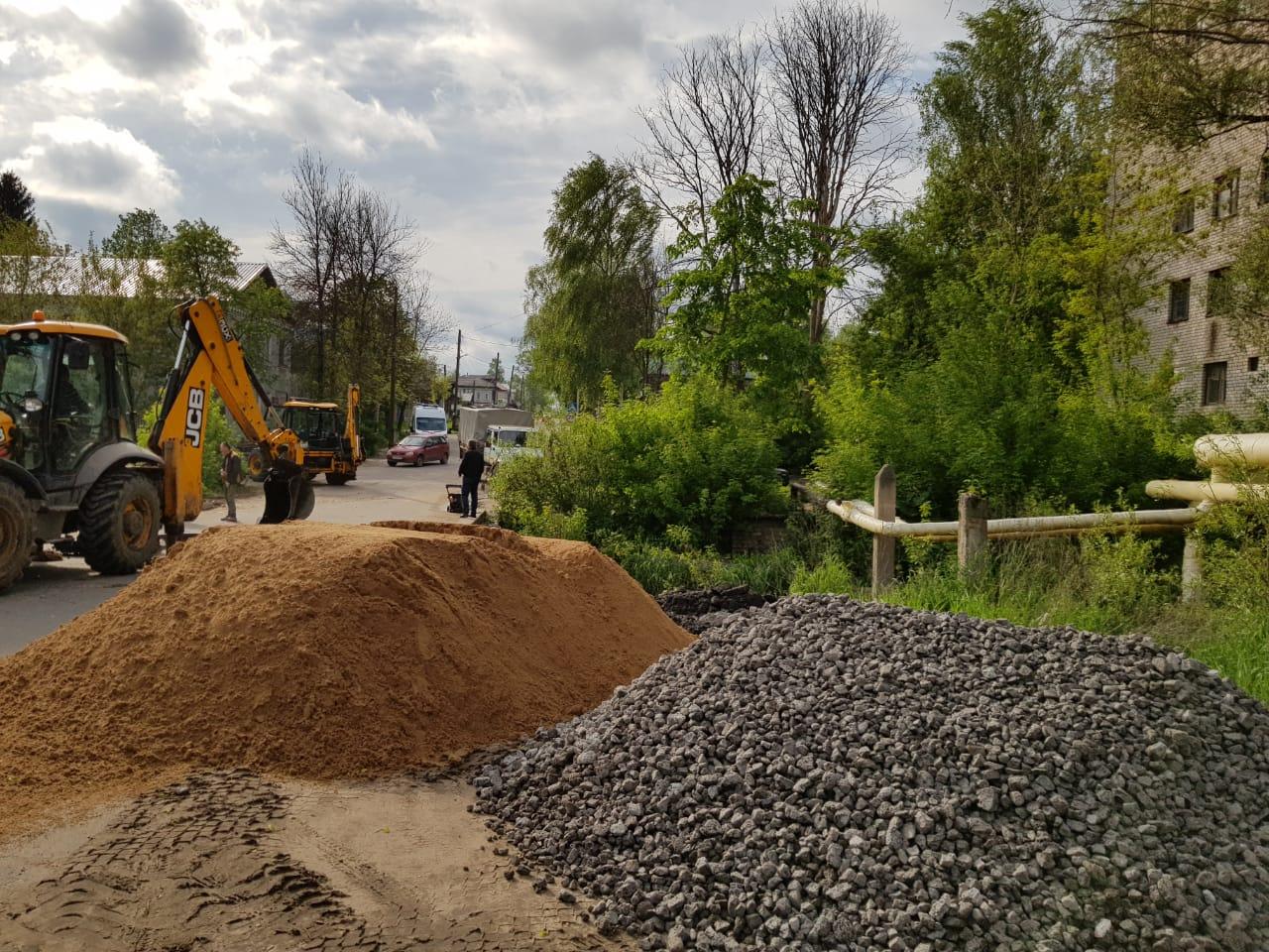 В Кимрах на месте провала дороги ведутся ремонтные работы, движение откроют к вечеру - новости Афанасий