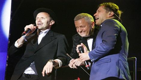 Классическая рок-ночь «Нашествия»: «Би-2» вывели на сцену симфонический оркестр и спели с Тамарой Гвердцители