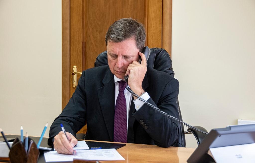 Сенатор Андрей Епишин провел дистанционный прием граждан  - новости Афанасий