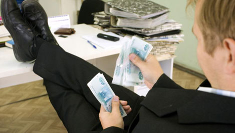 Выпускники юридического факультета могут рассчитывать на зарплату 25 тысяч рублей в месяц