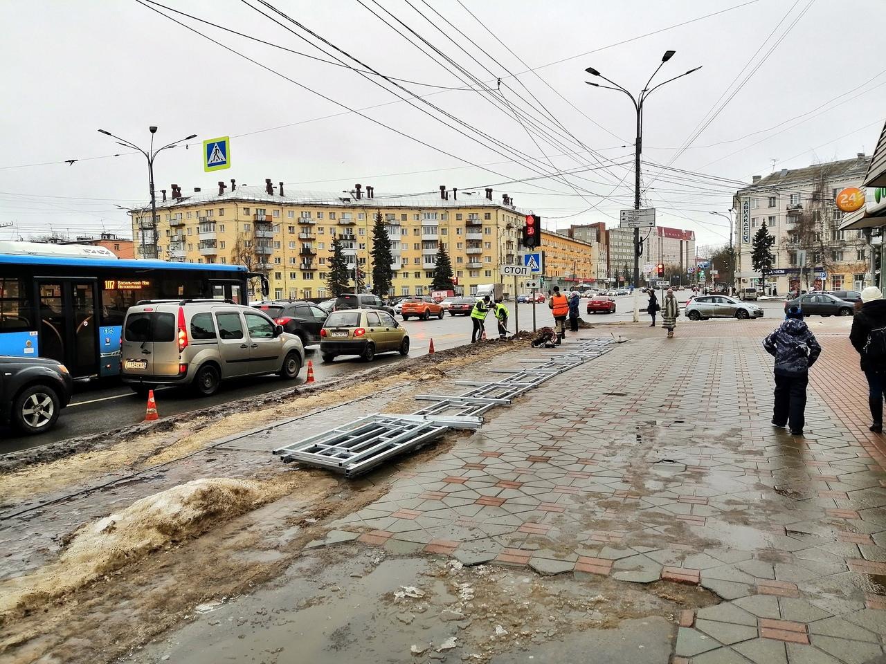 На площади Капошвара в Твери устанавливают пешеходные ограждения - новости Афанасий