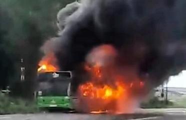В Тверской области на дороге загорелся автобус - новости Афанасий
