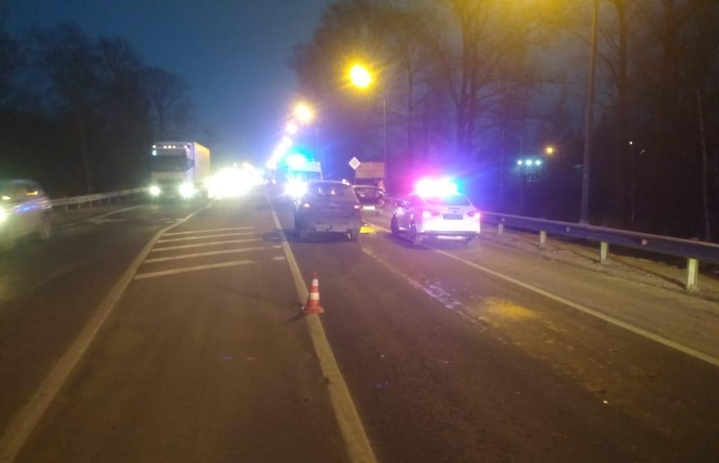 Двое детей и женщина пострадали в ДТП на трассе М10 в Тверской области - новости Афанасий