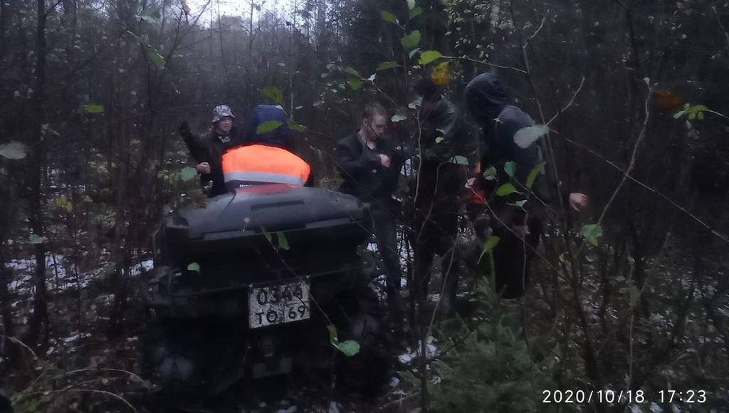 В Калининском районе спасли троих человек, заблудившихся в лесу - новости Афанасий