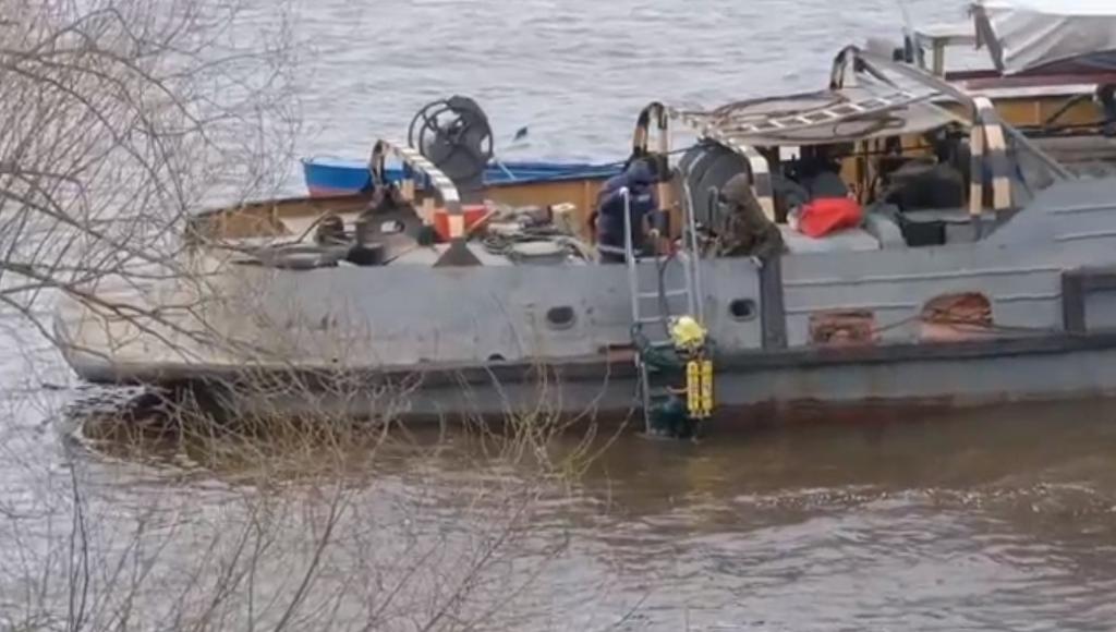 В Кимрах Тверской области водолазы искали утечку в дюкере на дне Волги