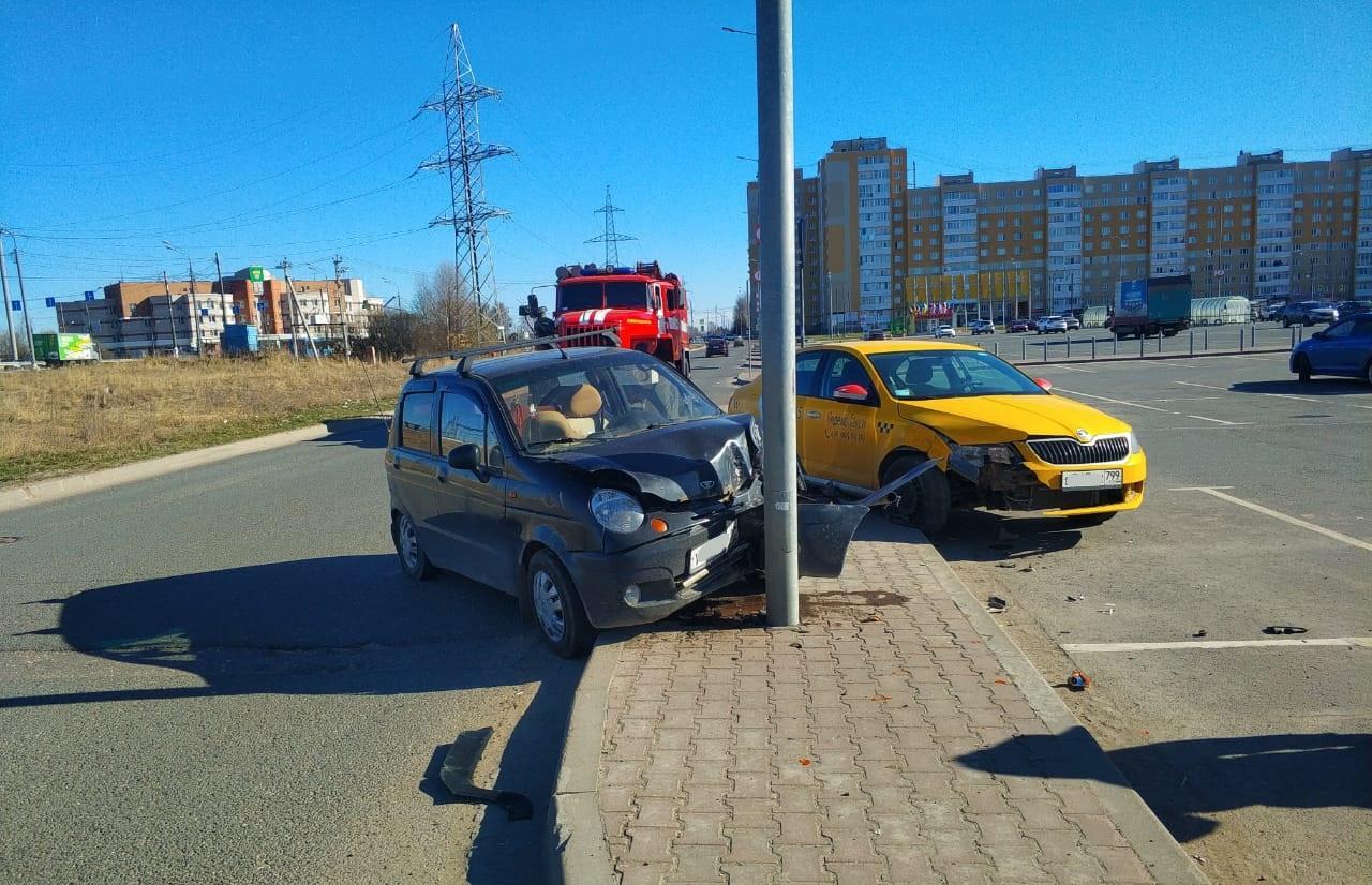 В ДТП у «Глобуса» в Твери пострадали два человека - новости Афанасий