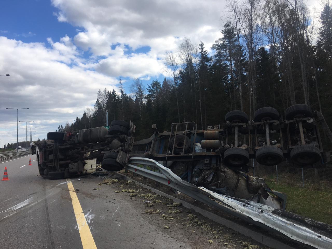 Два водителя пострадали в ДТП на М11 в Тверской области