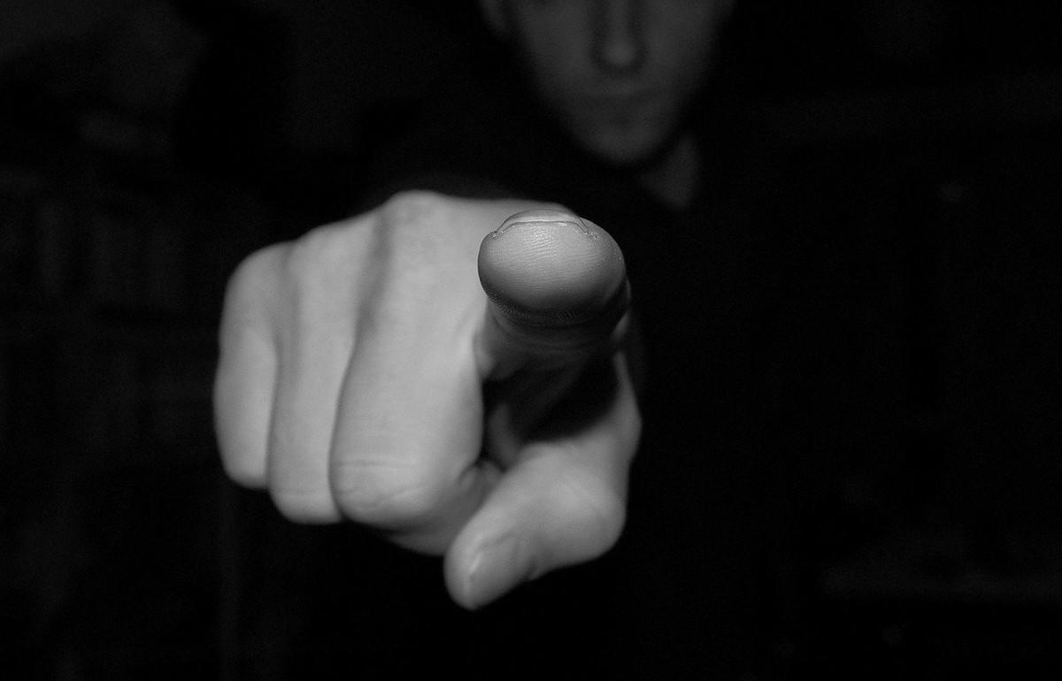 В Тверской области сержант залез пальцем в рот рядовому, чтобы узнать, что тот ест - новости Афанасий