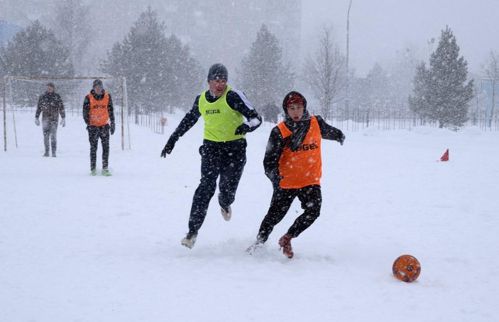 В Удомле  прошел традиционный чемпионат по мини-футболу на снегу - новости Афанасий