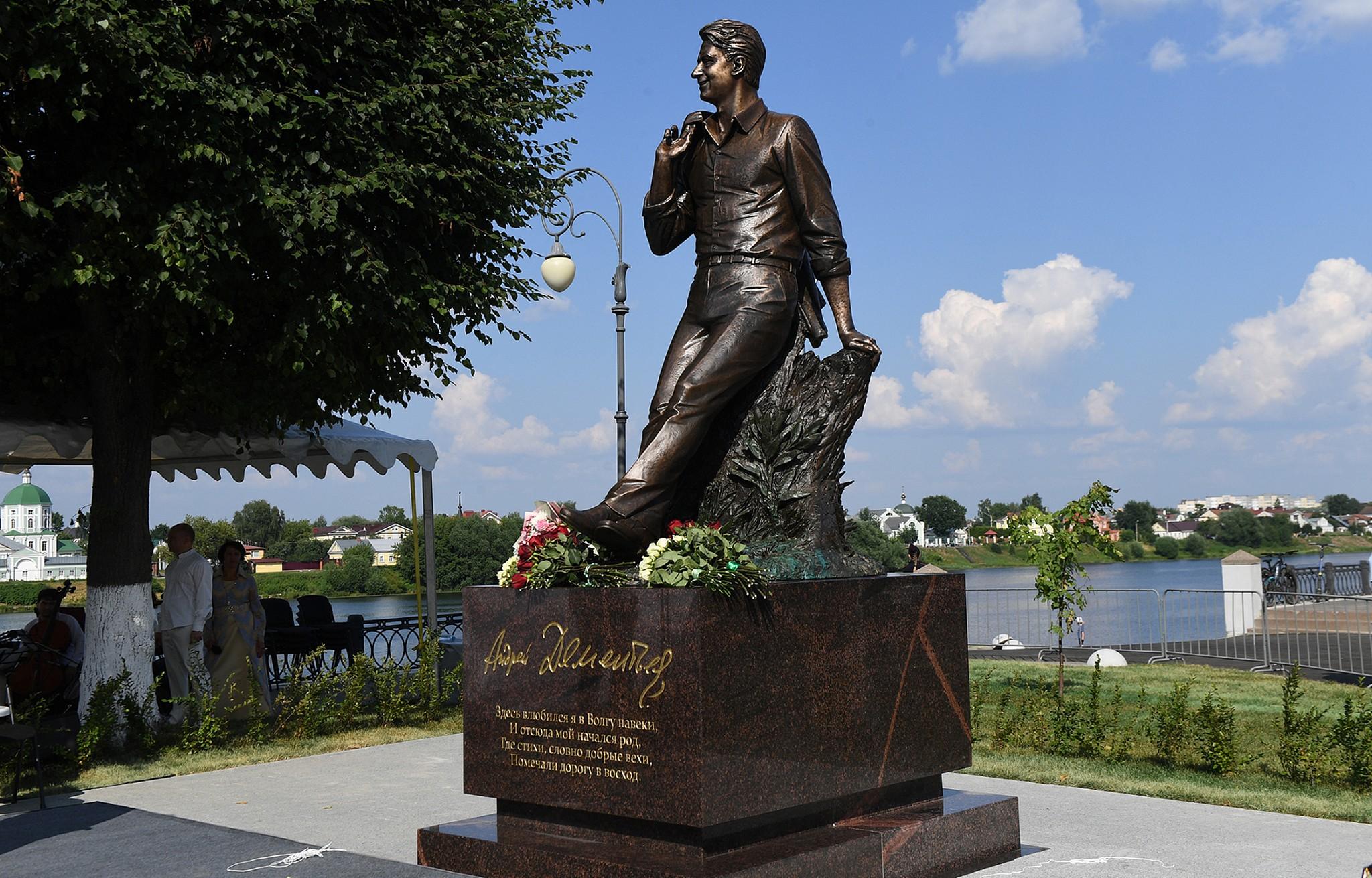 Путин направил приветствие участникам церемонии открытия памятника Андрею Дементьеву в Твери